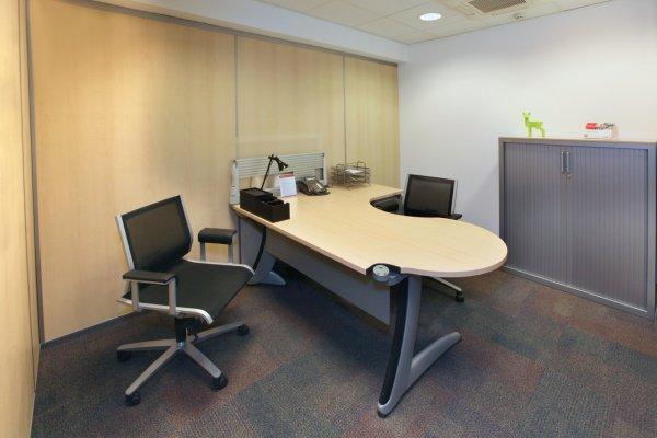 Выбираем правильно стол в офис