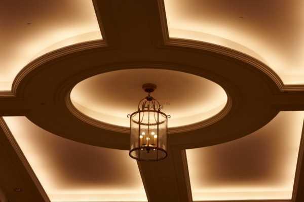 Натяжные потолки для зала и кухни